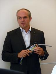 """Weidmüller Geschäftsführer Josef Kranawetter: """"Der Trend in der Automatisierung führt hin zu mehr Funktionsdichte und Nachhaltigkeit durch Wirtschaftlichkeit und Qualität bis ins kleinste Detail."""" (Foto: B. Sengseis)"""