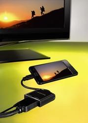 Mit dem MHL-Adapter von Hama kann man Filme vom Handy auf dem TV genießen.