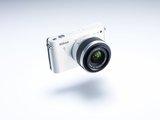 Die Nikon 1 J1 richtet sich klar an den Einsteiger.