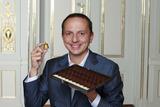 Nespresso und einer der weltbesten Sommeliers, Enrico Bernardo, stellten Les Chocolats vor.