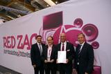 − Preisübergabe am Futura-Stand von Red Zac (v.l.n.r.: Michael Lipburger; Peter Osel; Alexander Klaus, Andreas Hechenblaikner