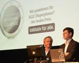 TRauen sich was - Handels-VL Karl Schürz und 3CCO Rudolf Schrefl haben auf der 3MassKickOff-Roadshow die Bestpreisgarantie von 3 vorgestellt.