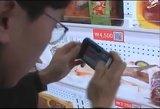 Mit großen Plakatwänden und QR-Codes vereinfacht der Handelskonzern Tesco seinen Kunden das Shoppen mit den Smartphone.