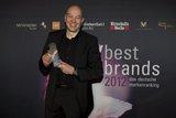 Stefan Streit, Vice President Marketing & Retail HTC EMEA, freut sich über den 1. Platz bei best brands.