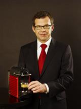 Vertriebschef Wolfgang Eberhardt freut sich, wieder internationale Verkaufsprofis als Trainer für die Nespresso Academy vorweisen zu können.