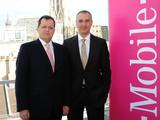 T-Mobile Austria mit mehr als 4 Millionen Kunden: Wolfgang Kniese, Geschäftsführer Finanzen T-Mobile Austria, und Robert Chvátal, Vorsitzender der Geschäftsführung T-Mobile Austria, bei der Bilanz-Pressekonferenz 2012.