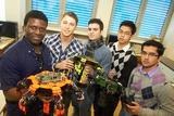 Projektteams Hexapod, HTL Donaustadt: Die Schüler Kevin Andoh, Markus Hinterplattner, Mücahit Öztürk, Kaiser-Roy Velasquez und Fahad Choudhary (v.l.) setzen auf die Leistungsfähigkeit moderner  Roboter.