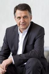 """""""Wer ein Siemens Hausgerät kauft, erhält immer ein hochwertig gestaltetes Designprodukt. Dass wir diesem Anspruch gerecht werden, beweist unsere großartige Bilanz bei den diesjährigen red dot awards"""", freut sich Siemens Chefdesigner Gerhard Nüssl"""
