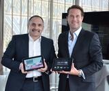 Das erste LTE-Tablet in Österreich: Vice President Service Management Technology T-Mobile, und Rudolf Mayrhofer-Grünbühel, Head of Sales Samsung Telecommunications Austria kündigten heute das Tablet Galaxy Tab 8.9 LTE für Österreich an.