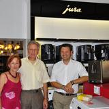 Die wunderschöne ENA Micro 9 One Touch überreichte Oliver Zwanzger, Gebietsverkaufsleiter von Jura. (re)