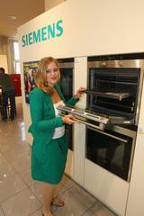 Gewinnerin Anna Göth deckte sich mit insgesamt 12 Siemens-Geräten ein.