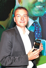 Executiv Director André Lönne sieht das HTC Desire X als starkes Angebot für das Einsteigersegment.