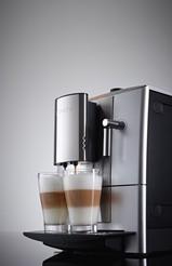 Premiere auf der IFA 2012: Miele erweitert sein Angebot der beliebten Stand-Kaffeevollautomaten und das attraktive Sondermodell CM 5200 Silver Edition.