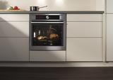 Automatisches Kochen für fünf Speisekategorien im extragroßen Garaus: der neue AEG AutoSense.