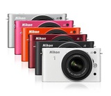 Der helle Monitor der neuen Nikon 1 J2 sorgt für eine klare Bilddarstellung bei Aufnahme und Wiedergabe. Mit innovativen Funktionen wie »Bewegter Schnappschuss« und dem benutzerfreundlichen Kreativmodus passt sich diese Kamera individuellen Vorstellung