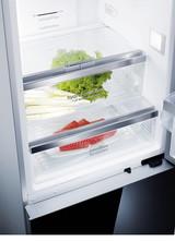 Die intelligenten Lagermöglichkeiten der Siemens hydroFresh Box sind nun erstmals auch in den Einbau-Kühlgeräten verfügbar.