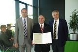 Ausschussmitglied Stephan Preishuber MBA, KommR Felix Kreil und Innungsgeschäftsführer Dr. Alois Ellmer (v.l.) bei der Verleihung.