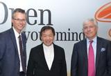3Österreich-CEO Jan Trionow, Canning Fok, Group Managing Director Hutchison Whampoa, und Christian Slabaing werben in Wien für die Orange-Übernahmen.