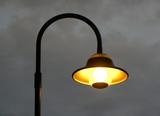 Laut EU-Richtlinie muss bis 2017 veraltete kommunale Innen- und Außenbeleuchtung durch energieeffiziente Technologien ersetzt werden. (Foto: Janina Briesemeister/ PIXELIO, www.pixelio.de)