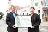Christian Bruckner, A1 Bereichtsleiter Access Network, und Elisabeth Scherz, Bürgermeisterin von Haslau-Maria Ellend zum Ausbau des A1 Giganetzes in Maria Ellend.