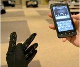 """Der mit Elektronik bestückte """"Gauntlet Glove"""" ermöglicht die einhändige Texteingabe auf verschiedenen Geräten. (Bild: Screenshot gauntletkeyboard.com)"""