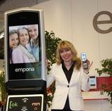 Emporia-GF Eveline Pupeter präsentierte in Barcelona das neue EmporiaConnect. (Foto: Emporia)