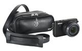 Das erste Produkt einer Kooperation zwischen Nikon und einem Modellabel: Für die Nikon 1 hat der britische Designer J.W. Anderson eine Fototasche kreiert.