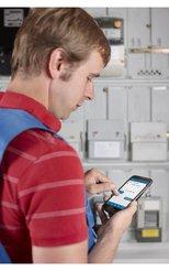 Mit comtime läuft die Zeiterfassung für Servicetechniker und Monteure über das Smartphone.
