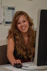 Julia Jamy verstärkt für den August die E&W-Redaktion. (Foto: E&W)