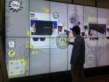 Die RAG-Shopping-Wall ermöglicht ein Cross-Channel-Einkaufsvergnügen: Ob Community-Building, stationäres Shoppen, sich durch das Sortiment klicken oder Hintergrundinformationen zu einem Produkt erhalten - ob mit mobilen Endgeräten oder vor Ort im Shop