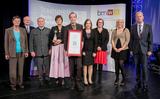 """Die Firma Elektro Holzinger GmbH aus Vöcklamarkt (OÖ) bekam den Staatspreis """"Beste Lehrbetriebe Fit for Future 2013"""" verliehen. (Foto: BMWF)"""