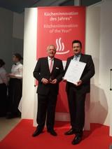 Rudolf Schulte und Christoph Steinkuhl freuen sich über den Kücheninnovationspreis für die Piccola.