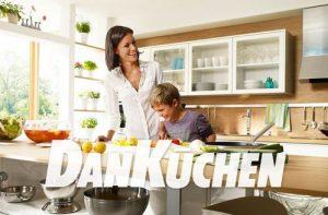 DAN Küchen lieferte im Geschäftsjahr 2015 laut eigenen Angaben ein Rekordergebnis hin und konnte so seine Marktführerschaft weiter ausbauen. Interessantes Details: Laut DAN leben bereits über eine Million Menschen in einer Küche von DAN. (Bild: Screenshot dan.at)