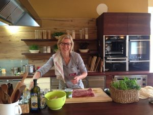Margit Puckmayr-Ömer am Biohof Mayr-Lamm
