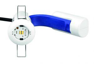 Das Einbaudownlight EM ready2apply vereint in einer einzigen Box alle Komponenten für die Sicherheitsbeleuchtung: Lichtquelle, Treiber, Batterie und Optik.