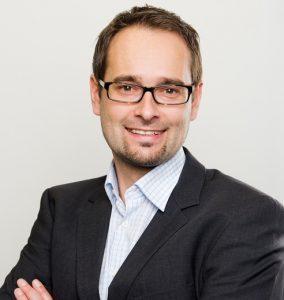 """Thomas Langsenlehner, simpliTV Geschäftsführer: """"Über 400.000 Österreicherinnen und Österreicher setzen beim Fernsehempfang auf simpliTV, mehr als 100.000 davon nutzen bereits das kostenpflichtige Antenne Plus Paket."""" (©simpliTV)"""