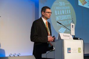 Der erste österreichischen InnovationsAward für bauwerkintegrierte Photovoltaik wurde von TPPV-Obmann Hubert Fechner…