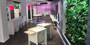 Bei den Endkunden soll der neue Shop mit modernster Technik, einer mit Pflanzen begrünten Innenwand und einem neuen, einkaufsfreundlichen Design punkten. (Foto: T-Mobile)