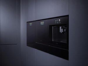 """In wenigen Tagen zeigen die Hersteller wiweder ihre Neuheiten auf der IFA. Bei den Hausgeräten erkennen Experten einen Trend hin zur Farbe schwarz. So zeigt zB LG seine erste Einbauserie. Die """"Signature Kitchen Suite"""
