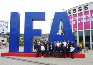 Wissensvorsprung für die Partner. Gemeinsam mit 21 EFH-Partnern besuchte Distributor TFK die IFA in Berlin.