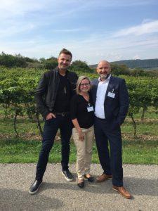 Auf dem Programm stand u.a. auch ein Besuch auf dem Weingut von Leo Hillinger. Der Starwinzer hier im Bild mit Roswitha Lugstein (CEO TFK) und Hans Peter Plursch (Channel Sales Direktor Unify) gab den Teilnehmern auch einen Einblick in sein Erfolgsrezept.