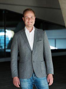 """""""Die gute Nachricht für bestehende Telering-Kunden ist: Es ändert sich nichts. Bestehende Tarife, die Vorwahl 0650, die Rufnummern und SIM-Karten bleiben alle unverändert"""", erklärt Jan Willem Stapel, Geschäftsführer für Privatkunden bei Magenta Telekom."""