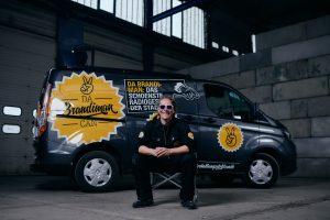 """Jürgen Brandstötter dreht mit seinem """"Brandiman Showcar"""" den Spieß um: Damit kommt das Event zum Publikum – egal wann, egal wo."""
