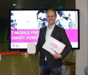 Jan Willem Stapel, B2C CCO T-Mobile, hat heute die Smart Home-Lösung des Betreibers vorgestellt. (Foto: Schebach)