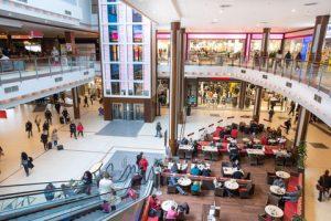 Damit sich die Shopping Malls allerdings auch in Zukunft behaupten können, bedarf es zusätzlicher Angebote wie hier durch Gastronomie oder auch neue Flächenkonzepte. (Stadion Center/Christian Mikes)