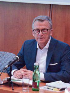 In Sachen Umsatz- und Kaufkraftabfluss zu ausländischen Onlinehändlern besteht Handlungsbedarf, meint Peter Buchmüller, Obmann der Bundessparte Handel.