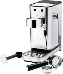 Mit WMF-typischem Cromargan matt und edler LED-Beleuchtung durch WMF Ambient Light gibt die Espressomaschine auch optisch sehr viel her.