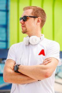 Armin von Buuren schließt sich einer beeindruckenden Reihe von JBL-Botschaftern an, zu der unter anderem die Musiker Sunnery James & Ryan Marciano und Nicky Romero zählen.