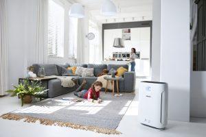 """Die Philips Luftreiniger-Modelle können für die eigene Wohnung gute Ergebnisse erzielen, wie der Hersteller sagt. """"Sie entfernen zuverlässig 99,97% der ultrafeinen Partikel und luftübertragenen Allergene wie Pollen, Staub, Schimmel uvm."""""""