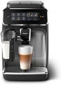 """Damit jeder seine Lieblings-Kaffees auch zuhause genießen kann, präsentiert Philips die Einsteiger-Kaffeevollautomaten-Serien 3200 und 2200 sowie das Modell Philips 1200. """"Durch einfaches Auswählen am Touch Screen bereiten sie vielfältige Kaffeespezialitäten aus frischen Bohnen zu"""", beschreibt Philips."""